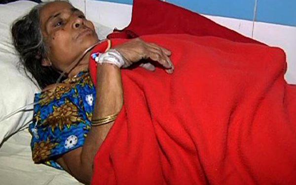 মৃত্যুশয্যায় বৃদ্ধা মা : পাশে নেই বিসিএস ক্যাডার-সম্পদশালী সন্তানেরা