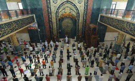 টানা ৯ সপ্তাহ পর ইন্দোনেশিয়ায় মসজিদ খুলে দেয়া হয়েছে (ভিডিও)